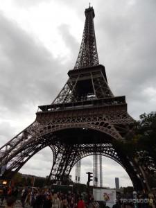 Ispod Eiffelovog tornja