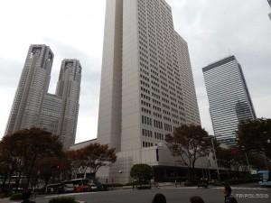 Tokyo Metropolitan Government Building, zgrada gradske uprave, skroz lijevo sa dva tornja
