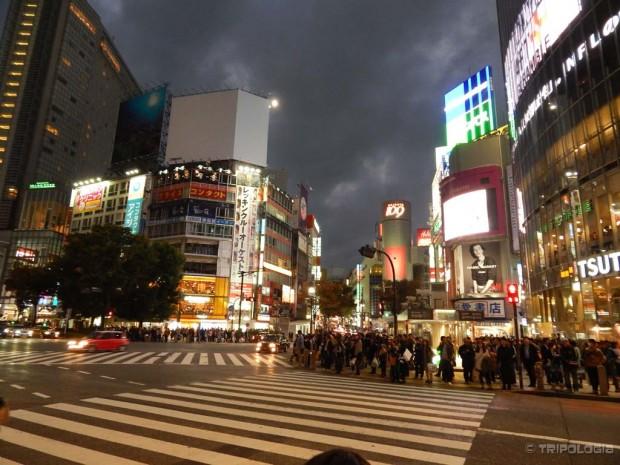 Shibuya crossing, najprometnije raskršće na svijetu, na jedno zeleno svjetlo prođe i do 3000 ljudi u svim smjerovima