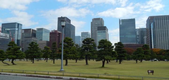 Tokyo - sjajan spoj zelenila i urbanizma, pogled iz carske palače preko parka Chiyoda na kvart Kasimigaseki