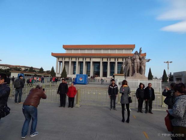 Poziranje ispred mauzoleja Mao Zedonga je obavezan kineski ritual