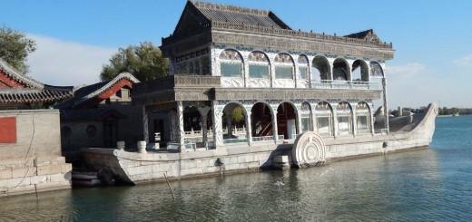 Peking - Ljetna Palača, Mramorni brod u Kunming jezeru izgrađen je novcima predviđenim za obnovu kineske ratne mornarice