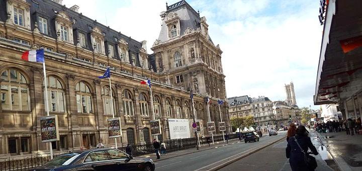 Rue de Rivoli i Hotel de Ville