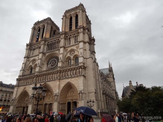 Notre-Dame, izgradnja je počela u 12.stoljeću a trajala je punih 170 godina