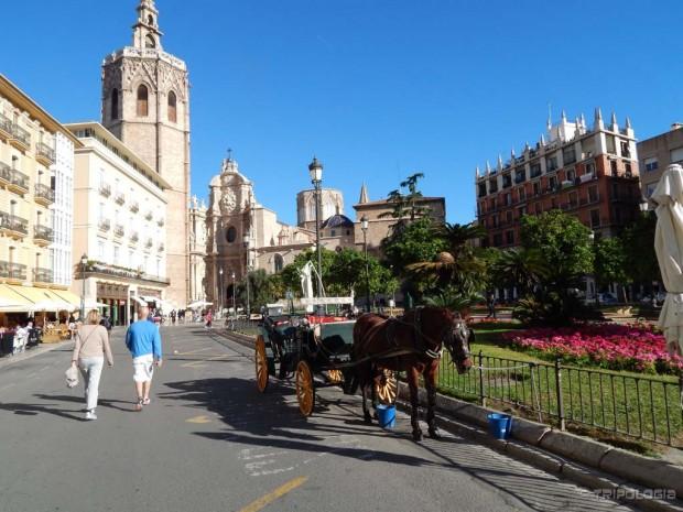 Glavni trg Plaza de la Reina i katedrala u pozadini
