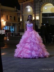 ...i lijepe cure u balskim haljinama