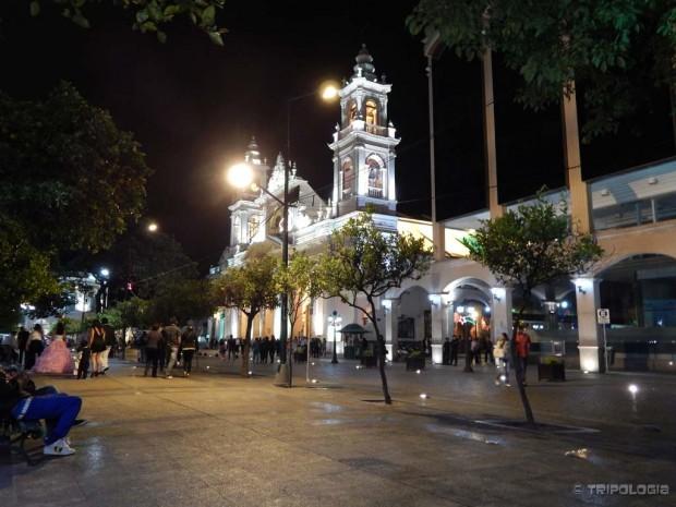 Plaza 9 de Julio i katedrala