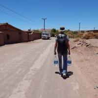 Završne pripreme za trodnevni put kroz pustinju, a voda je najvažnija