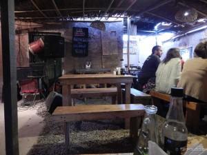Tipičan restoran, umjesto krova tu je samo trska