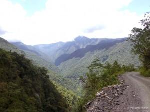 Pogled sa 3 metra široke ceste smrti je spektakularan