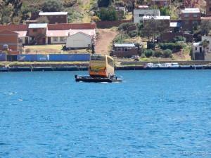 Jadan naš bus, usamljen na svome plovilu
