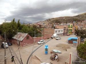 Impresivan pogled iz naše hotelske sobe na ulice Puna
