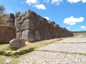 Masivne zidine utvrde Saqsayhuaman