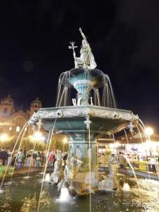 Plaza de Armas noću