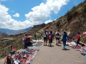 Peruanci svaki slobodan prostor iskoriste za trgovinu - ulaz u Pisac