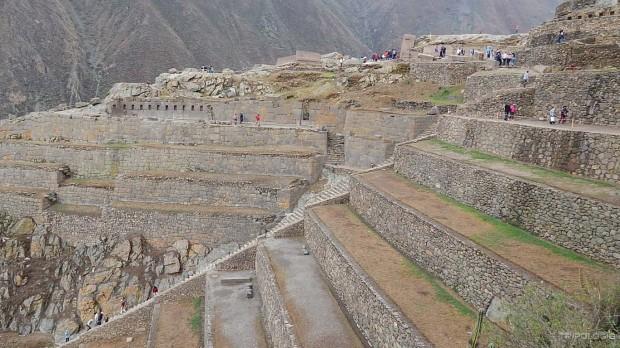 Savršeno očuvane terese, zona hramova ravno na sredini i vojna zona desno na vrhu