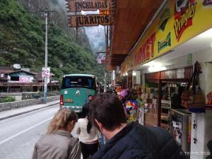 Čekanje u redu za polazak autobusa do Machu Picchua