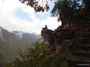 Odmor na stijeni iznad dubokog ambisa