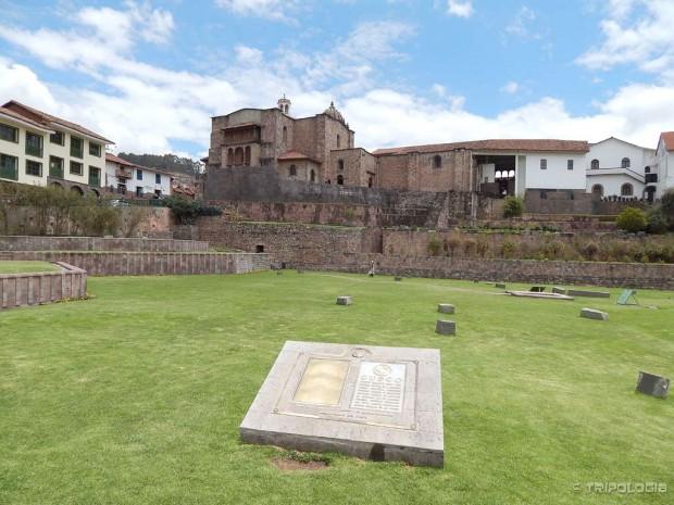Qurikancha - nekada najvažniji hram Inka, danas su od njega ostali samo temelji na kojima je izgrađena katolička crkva Santo Domingo. Ovo dvorište je u vrijeme Inka bilo puno zlatnih životinja u prirodnoj veličini.