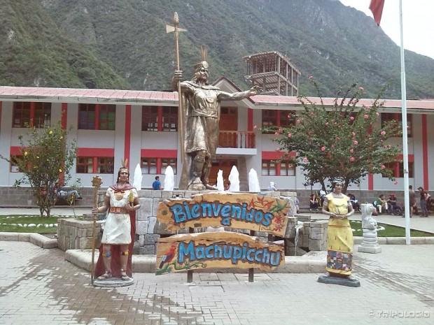 Glavni trg u Aguas Calientesu, spomenici ovdje već prelaze granicu kiča