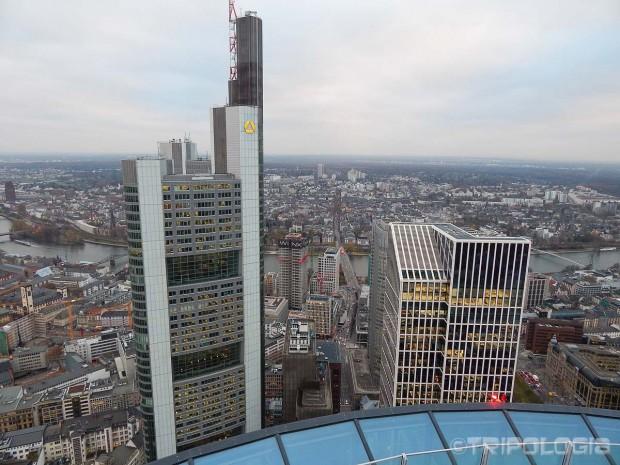 Pogled na najvišu zgradu Frankfurta sa Main Towera