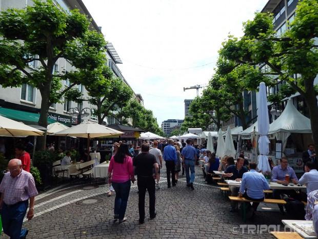 Goethestraße - tih dana je bio pun štandova sa hranom i pićem iz raznih dijelova svijeta