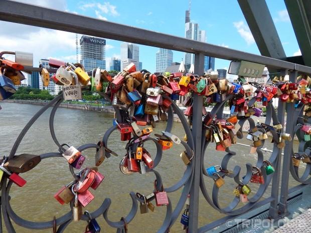 Lokoti na mostu