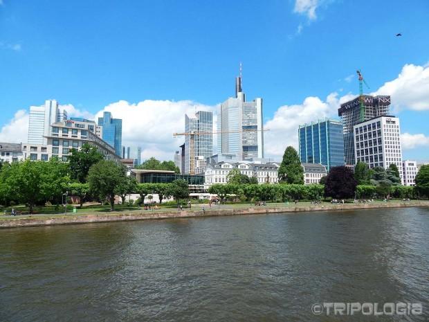 Panorama grada gledana sa broda