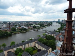 Pogled sa tornja katedrale - rijeka Majna