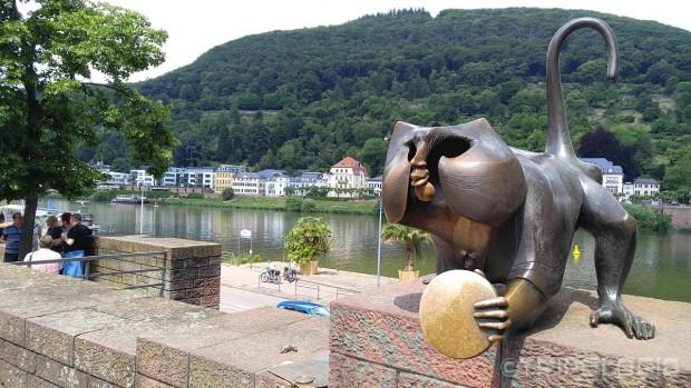 Skulptura majmuna pored starog mosta – Brückenaffe