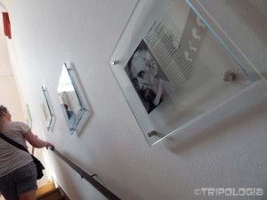 Nobelovci na stubištu univerziteta
