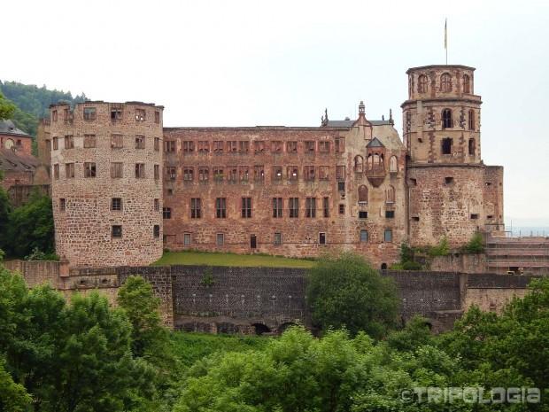 Pogled na dvorac iz vrtova...