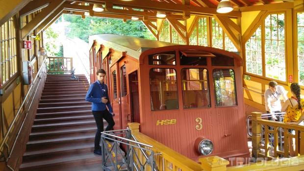 Originalna uspinjača iz 1907. i dalje vozi na vrh Königstuhl brda visokog 567 metara