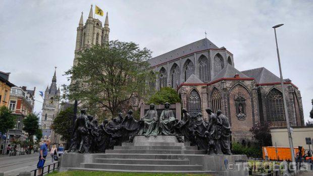 Van Eyck trg sa dobrim pogledom na katedralu i Belfry toranj