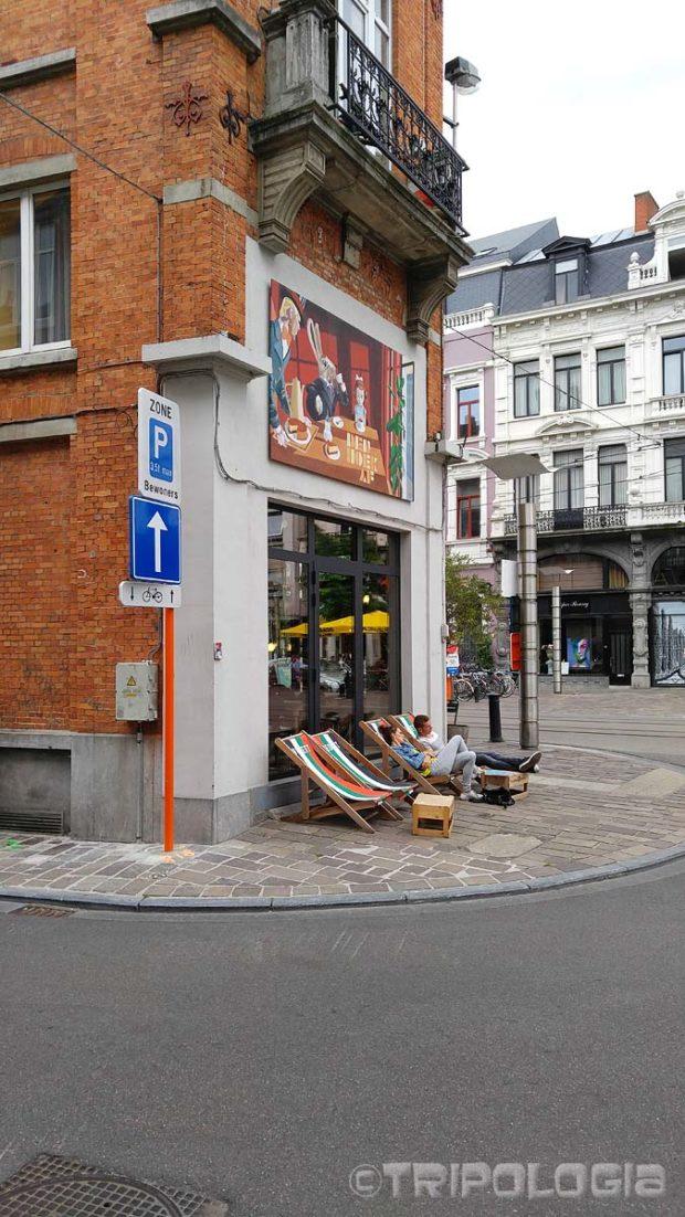 Kako uloviti malo sunca na belgijski način - ležaljke za plažu nasred ulice