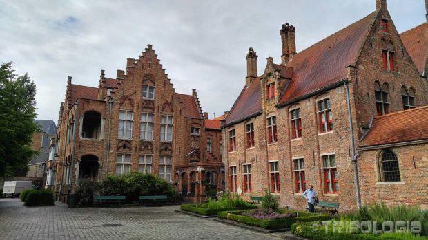 Oud Sint-Janshospitaal izgrađena je u 12. stoljeću...