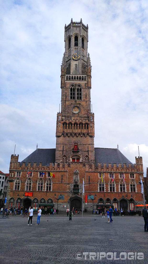 Belfry - 83 metra visok toranj iz 1240. godine dominira južnom stranom Grote Markt trga