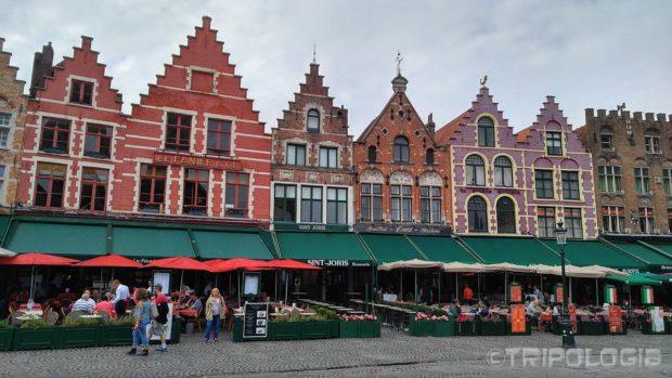 Brojni kafići i restorani na sjevernoj strani trga