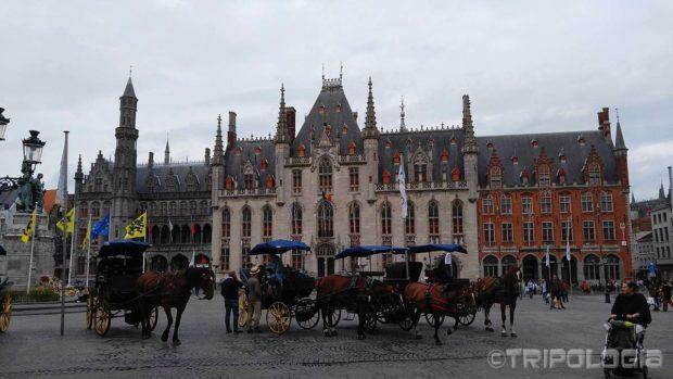 Kočije na Grote Markt trgu uvijek spremno čekaju svoje putnike