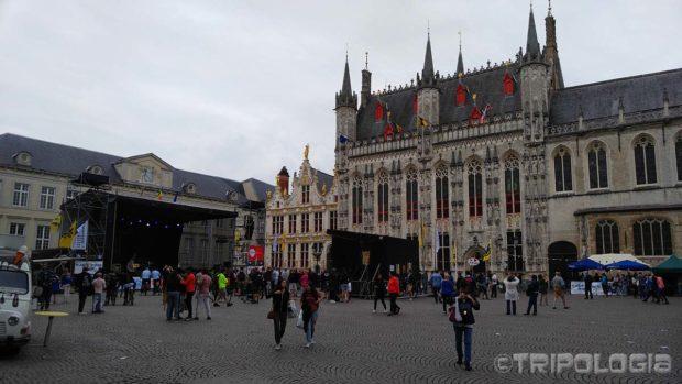Burg trg sa postavljenom binom