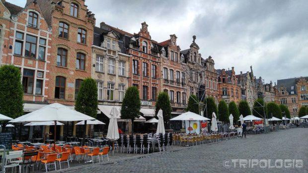...a 37 barova sa terasama je razlog što Oude Markt nazivaju najdužim barom u Europi