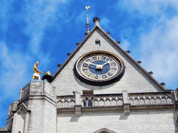 Sat, zanimljiv zvonar i pijetao na vrhu tornja