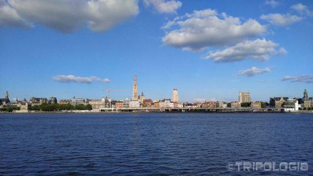 Pogled na Antwerpen sa druge strane rijeke Scheldt