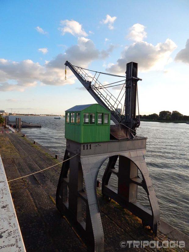 Muzejski primjerci lučkih dizalica uz rijeku Scheldt