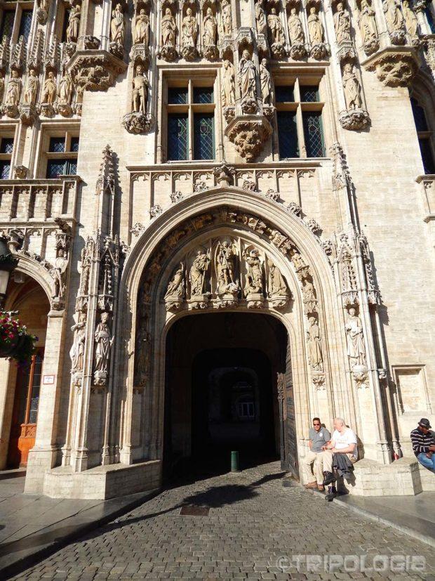 Asimetrični glavni ulaz u Stadhuis